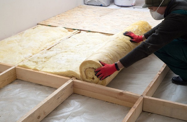 A man insulating the walls with a foam